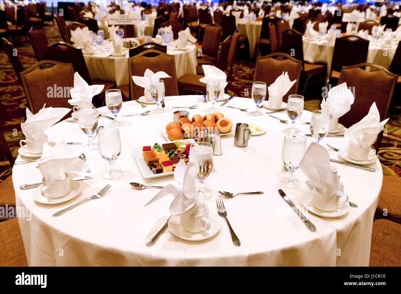 Table de salle à manger pour banquets de l'hôtel grand événement - USA Photo Stock