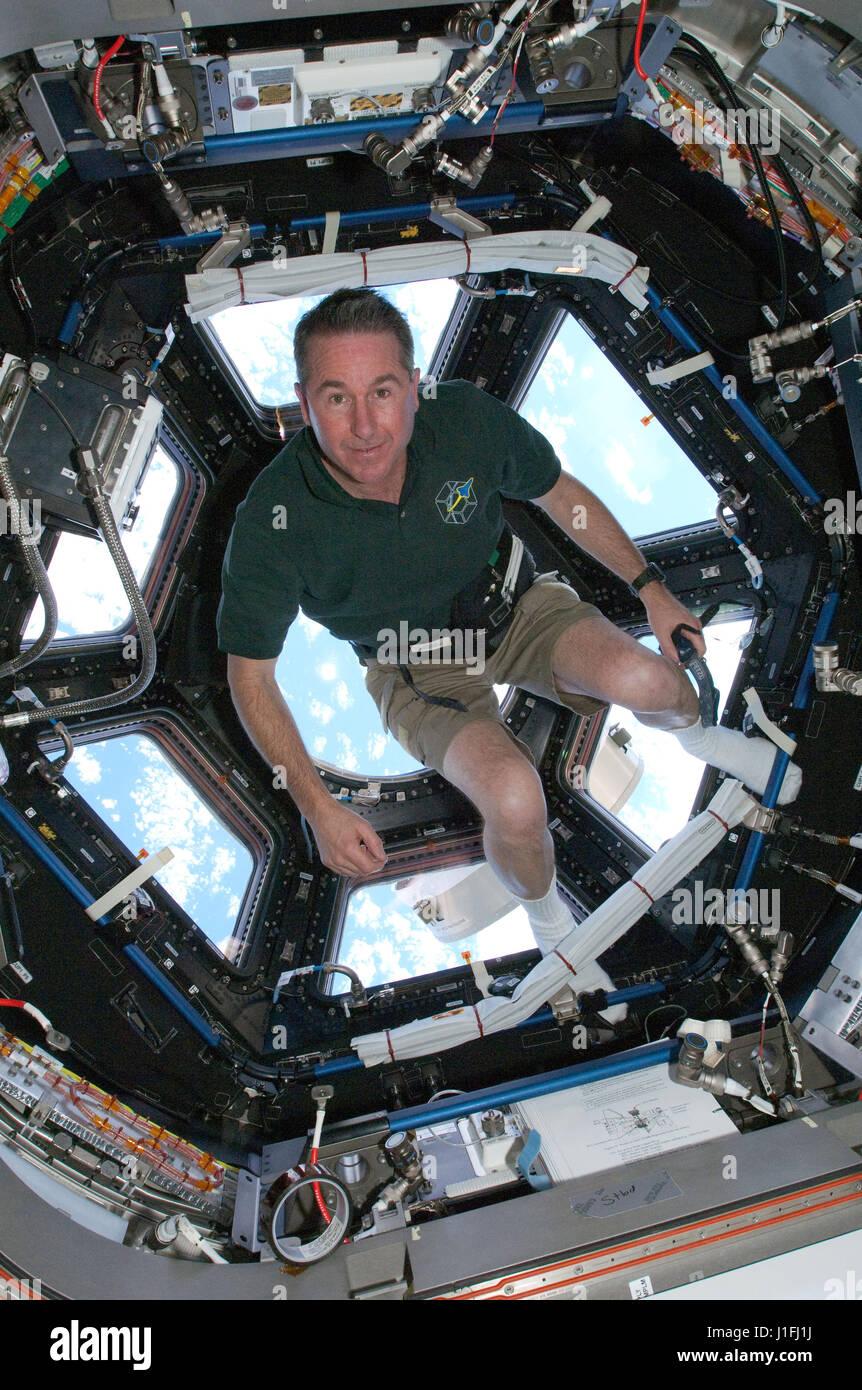 La Station spatiale internationale de la NASA mission STS-130 L'astronaute Steve Robinson premier équipage Photo Stock