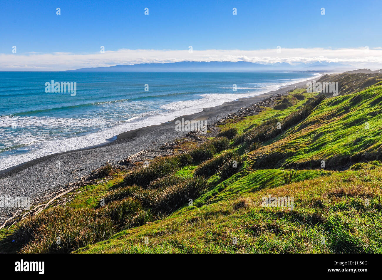 Paysage littoral rugueux dans le sud de l'itinéraire touristique, Nouvelle-Zélande Photo Stock