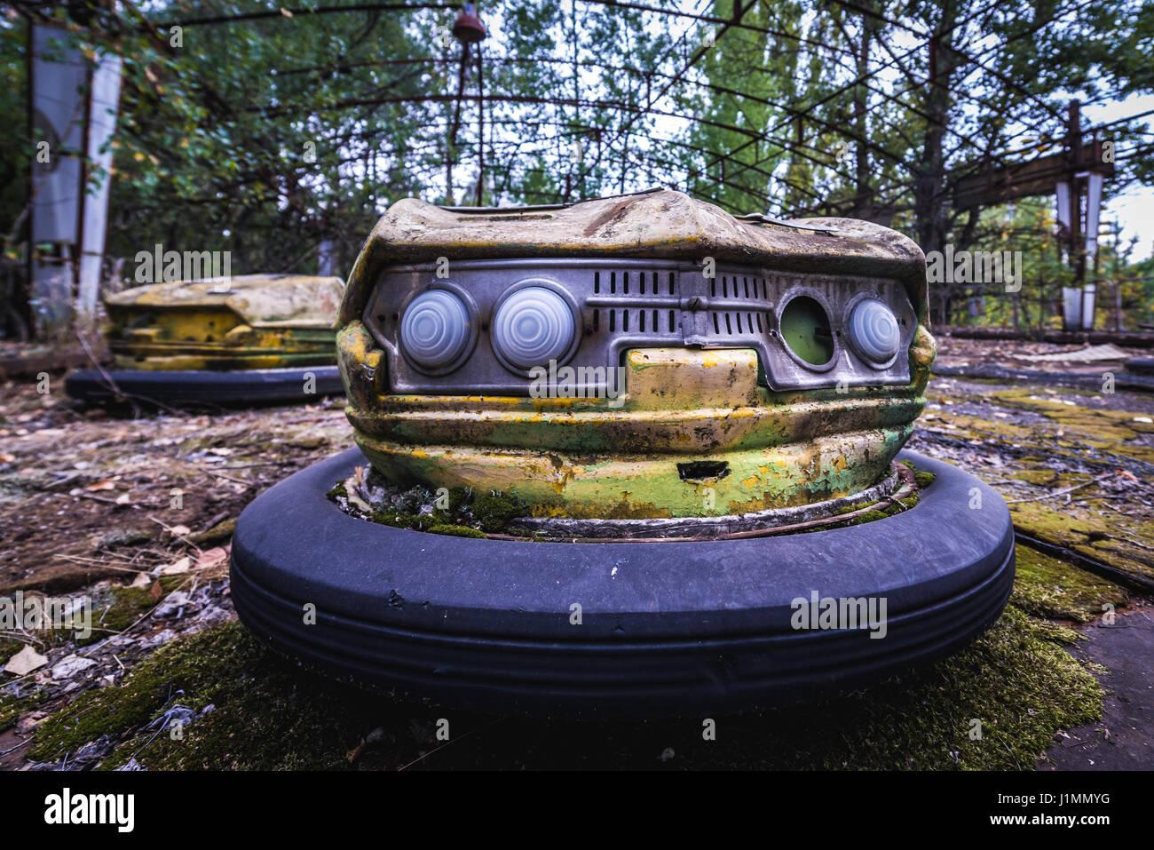 Jaune Ville La D'attractions De Bouclier Un Dans Voiture Parc TKculJF13