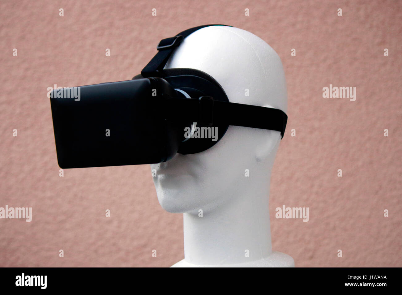 Symbolbild VR/ Virtuelle Realitaet - Datenbrille. Banque D'Images