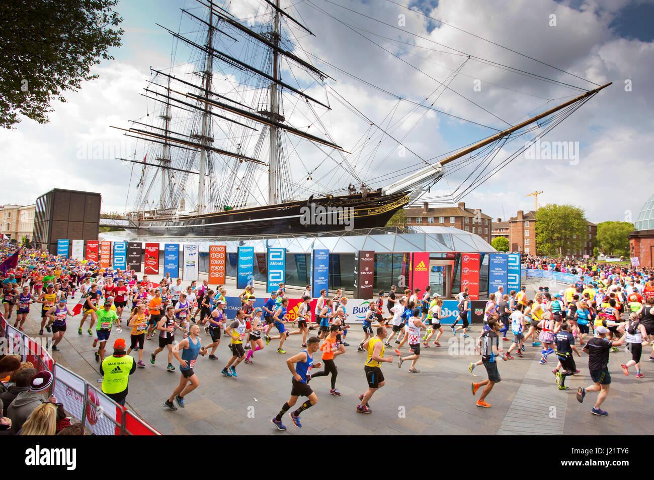 Londres, Royaume-Uni. 23 avril, 2017. Les participants prennent part à la Vierge Marathon de Londres 2017. Photo Stock