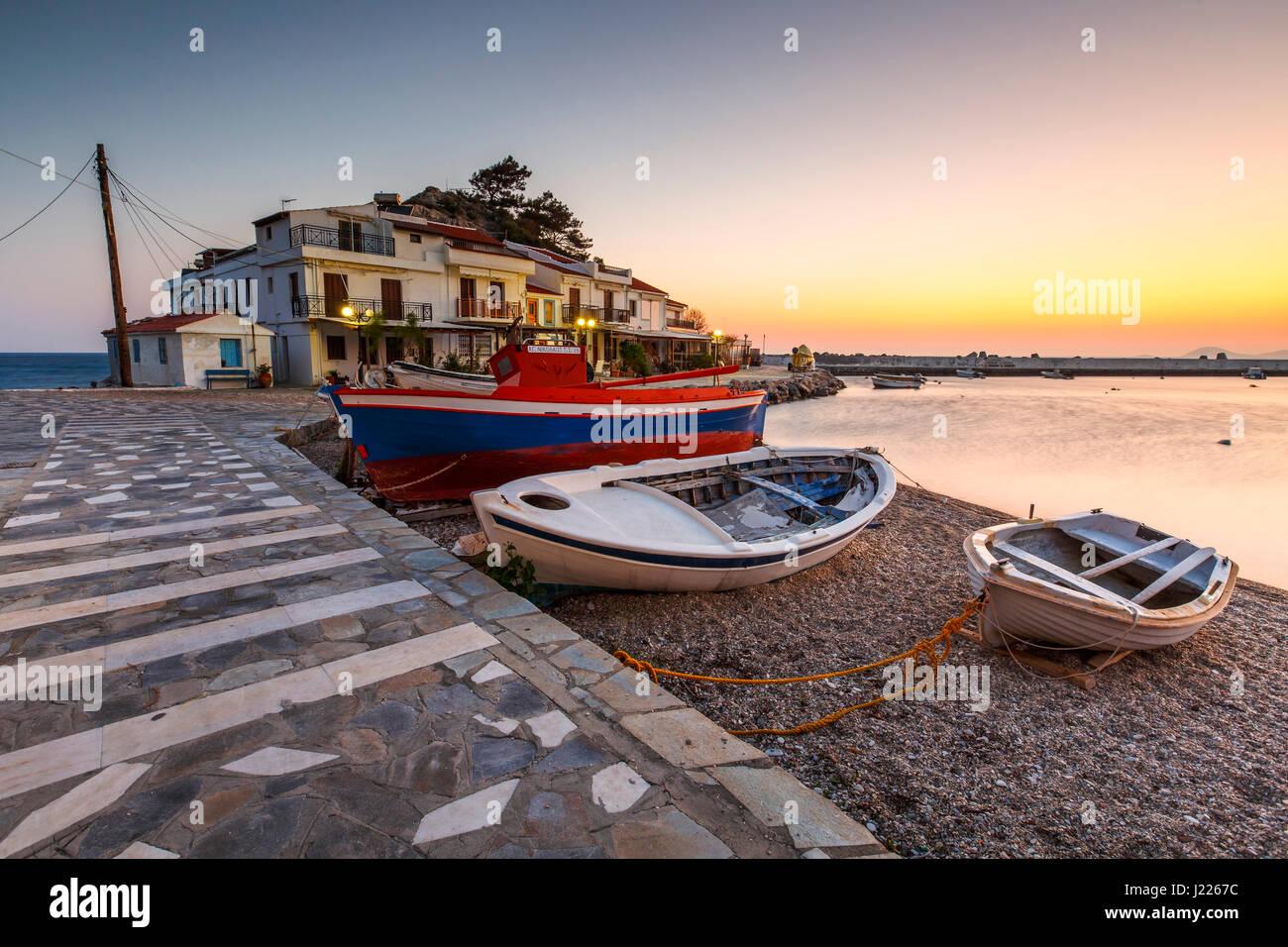 Village de Kokkari pittoresque sur l'île de Samos, Grèce. Photo Stock