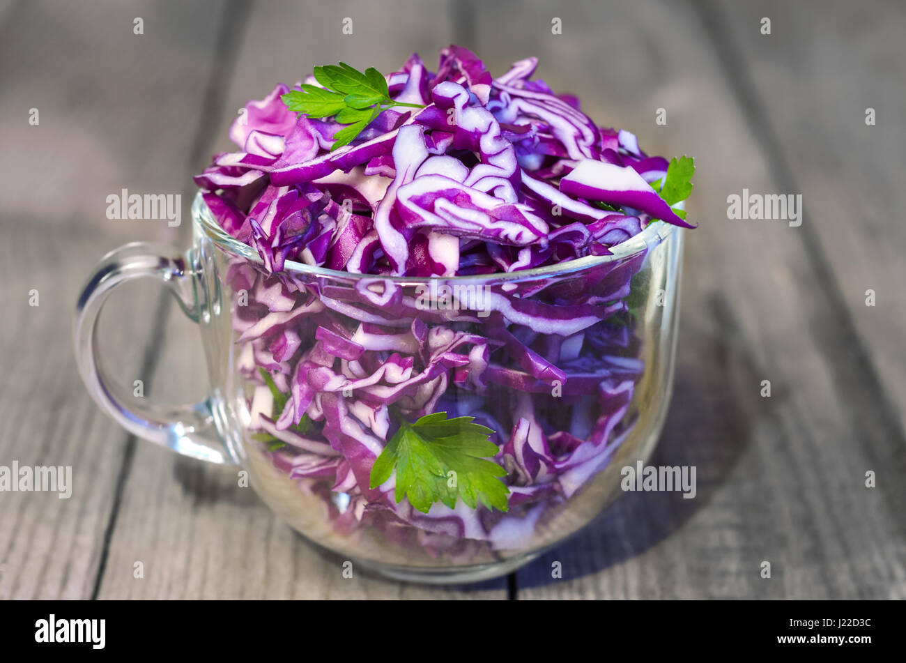 Salade de chou rouge. Background, selective focus Photo Stock