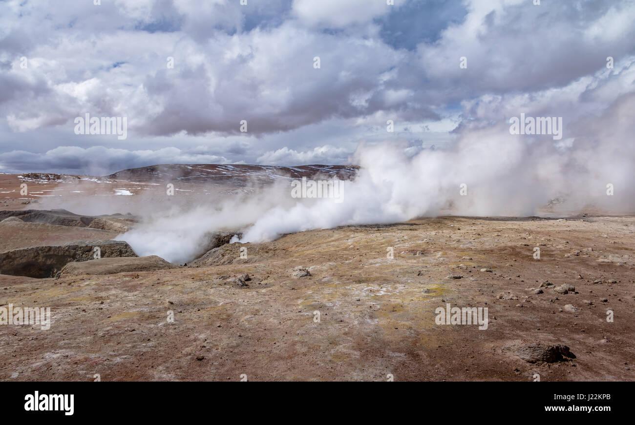 Geysers Sol de Manana dans Eduardo Avaroa Réserve nationale de faune andine - Potosi, Bolivie Ministère Photo Stock