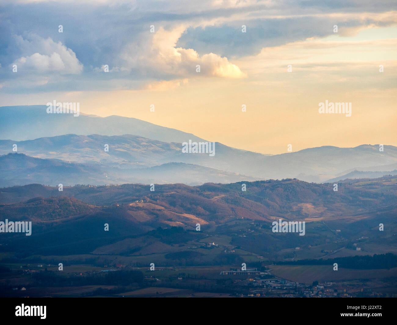 L'Italie, l'Ombrie, Gubbio, Apennins en hiver Photo Stock