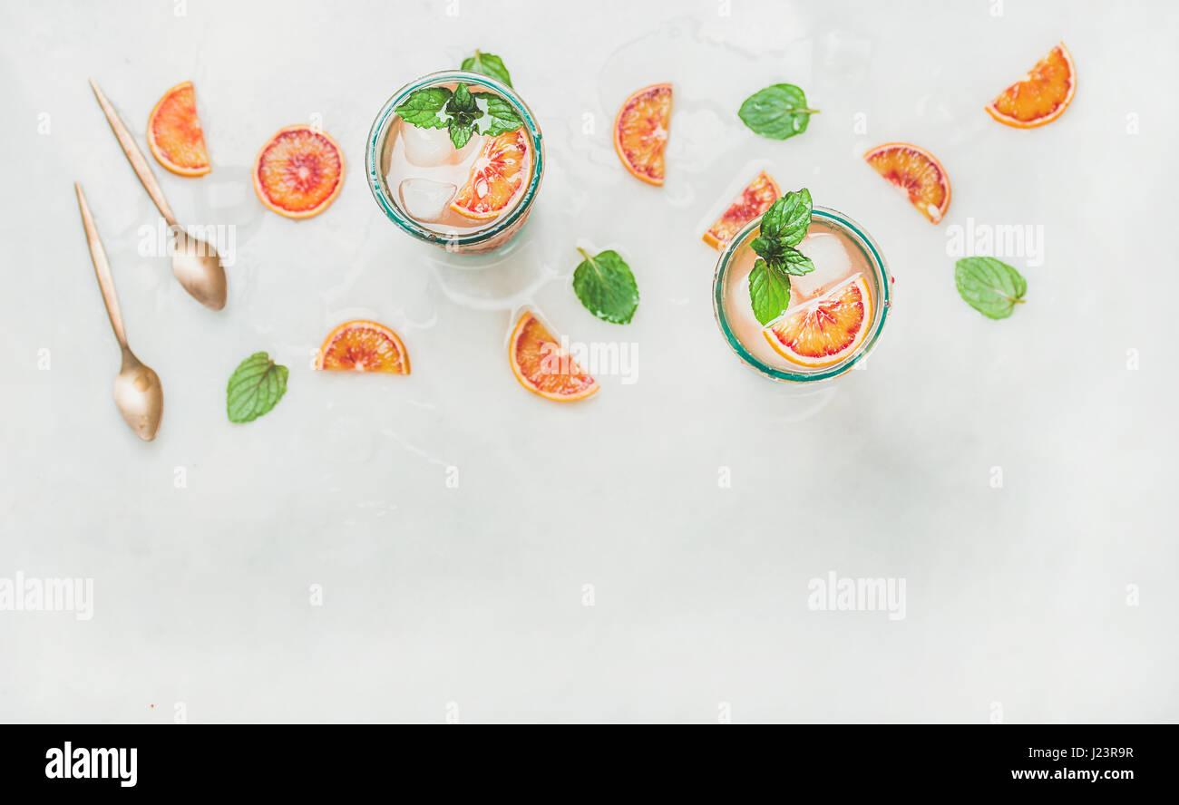 Orange sanguine fait maison dans des verres de limonade, copy space Photo Stock