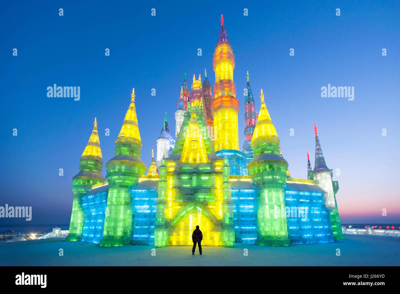 Sculpture de Glace éclairé de château à glace annuelle Festival à Harbin Chine Photo Stock