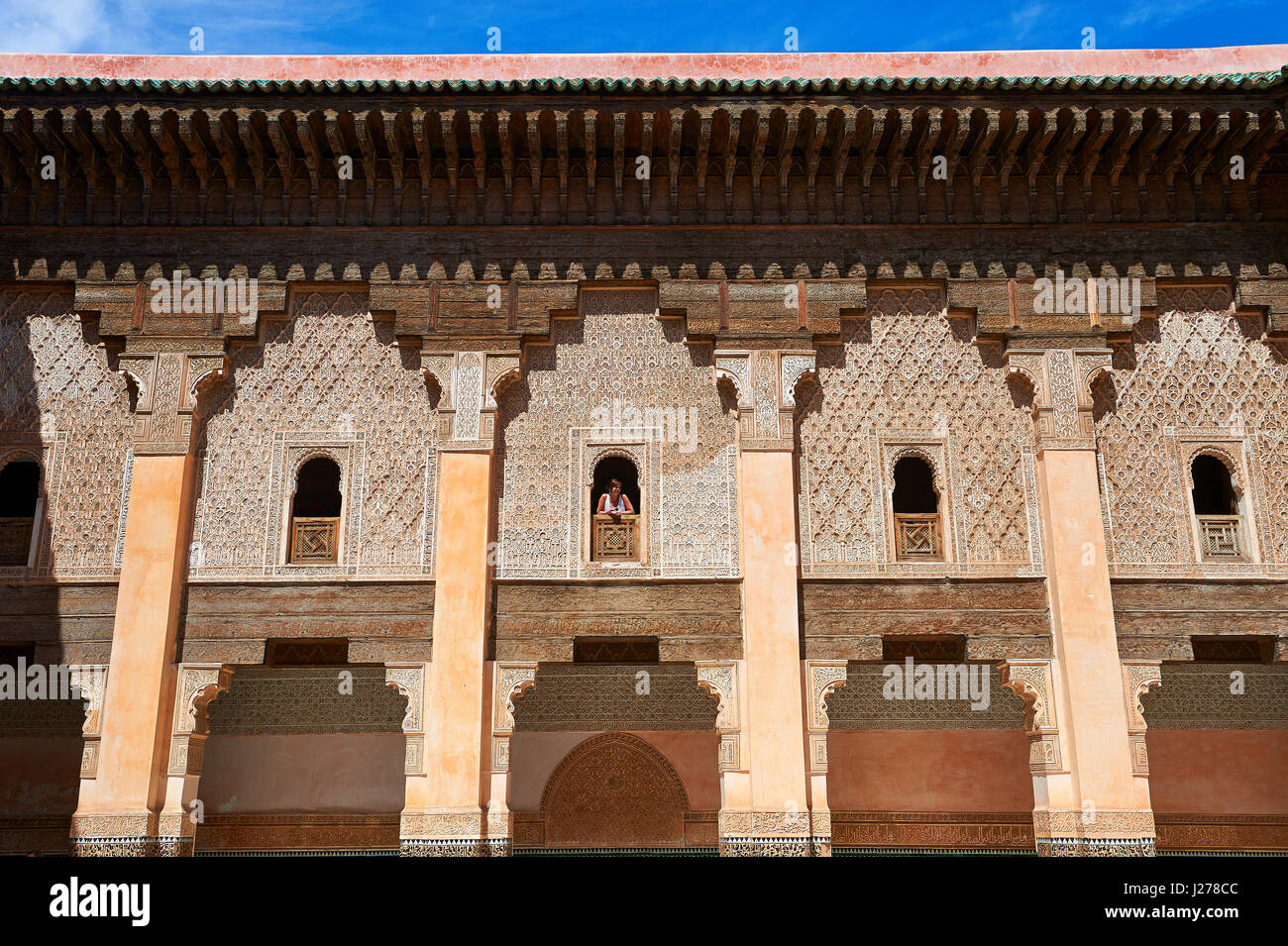 Morcabe arabesque berbère gypseries du 14e siècle Madersa Ben Youssef (Collège islamique) re-construit Photo Stock