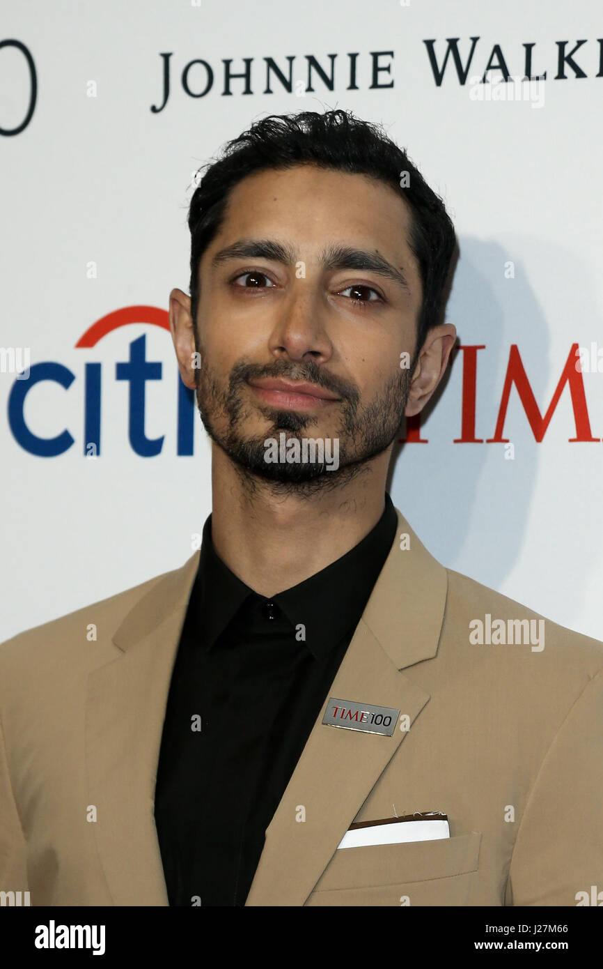 New York, USA. 25 avril, 2017. Riz Ahmed acteur assiste à l'époque 100 Gala au Frederick P. Rose Hall Photo Stock