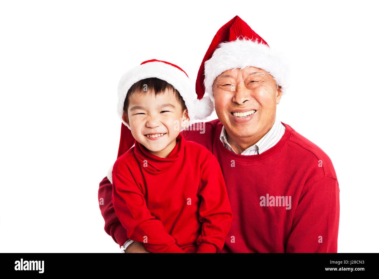 Une photo de grand-père asiatique fêter Noël avec son petit-fils Photo Stock