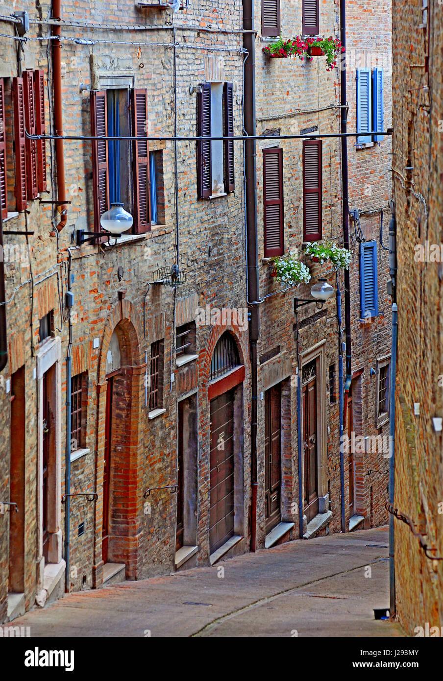 Ruelle de la vieille ville d'Urbin, Marches, Italie Banque D'Images