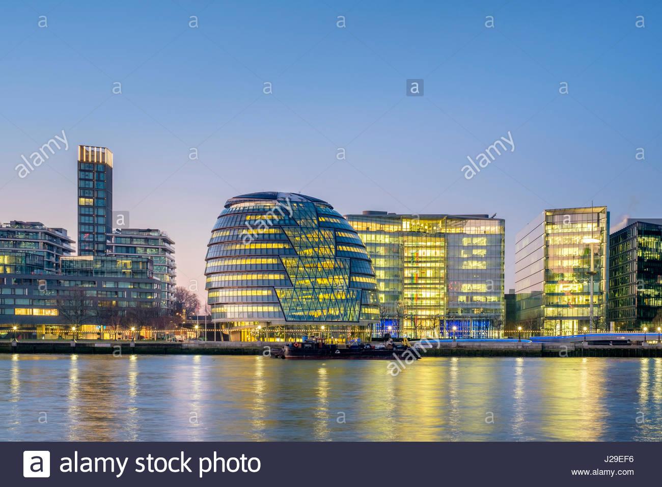 Royaume-uni, Angleterre, Londres. London City Hall conçu par Norman Foster, architecht et bâtiments modernes Photo Stock