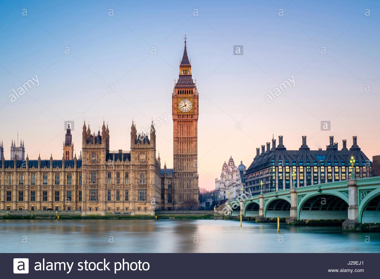 Royaume-uni, Angleterre, Londres. Le pont de Westminster, le Palais de Westminster et la tour de l'horloge de Big Banque D'Images