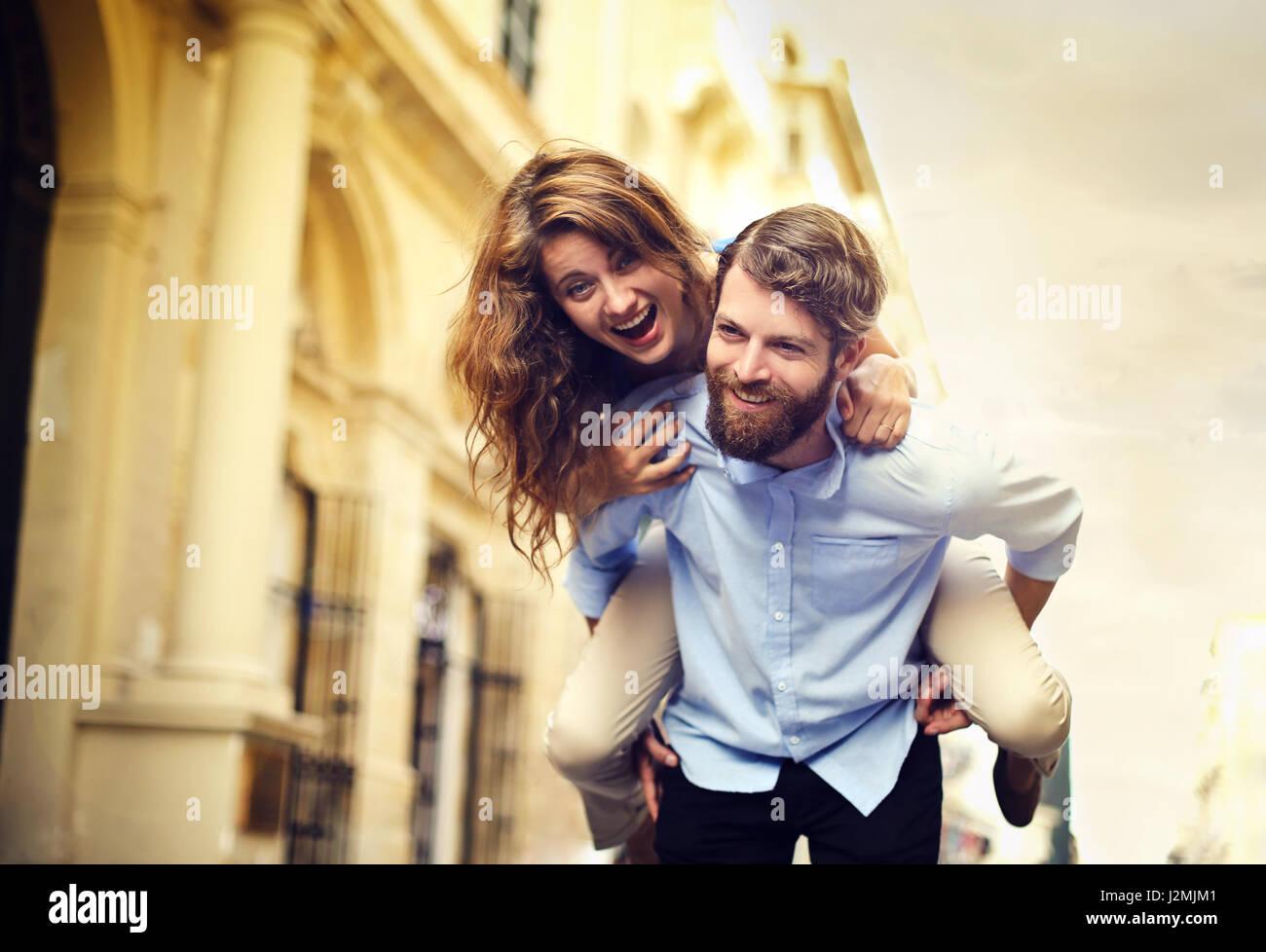 Man giving woman piggyback un Photo Stock