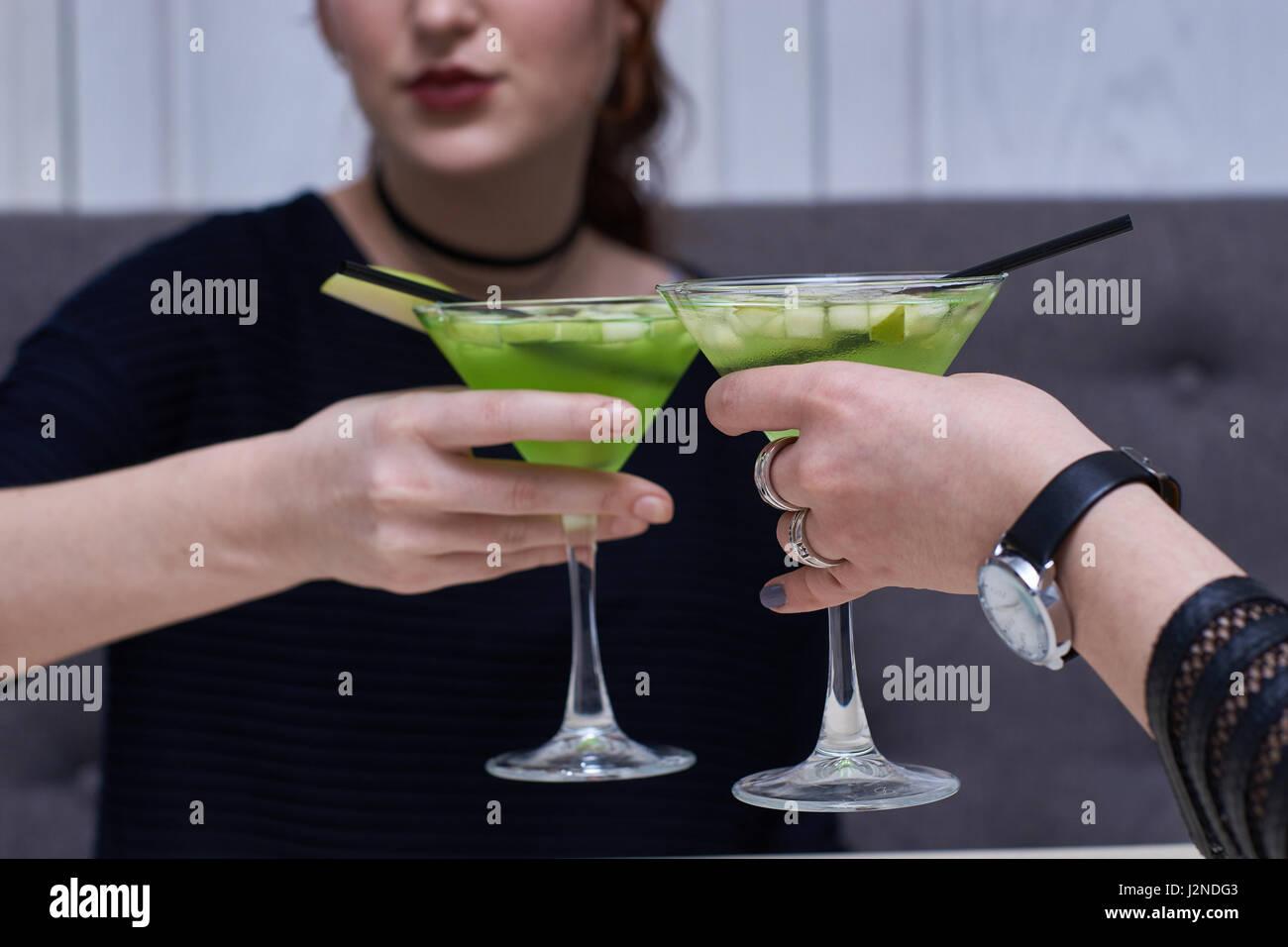 Deux verres de martini apple Photo Stock