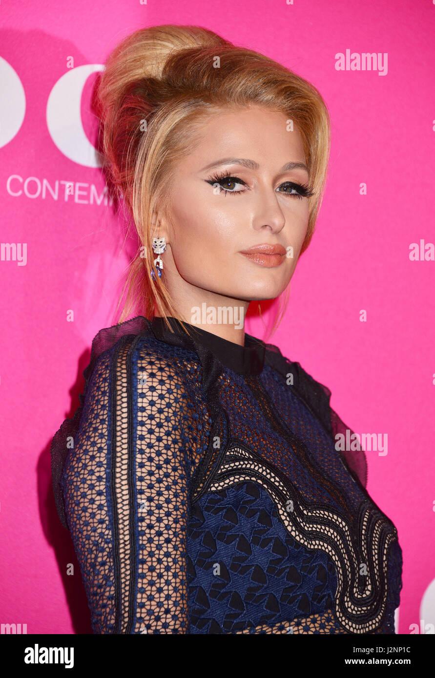 Los Angeles, Californie, USA. Apr 29, 2017. Paris Hilton 67 arrivant à la MOCA 2017 Gala à ll'Geffen Photo Stock