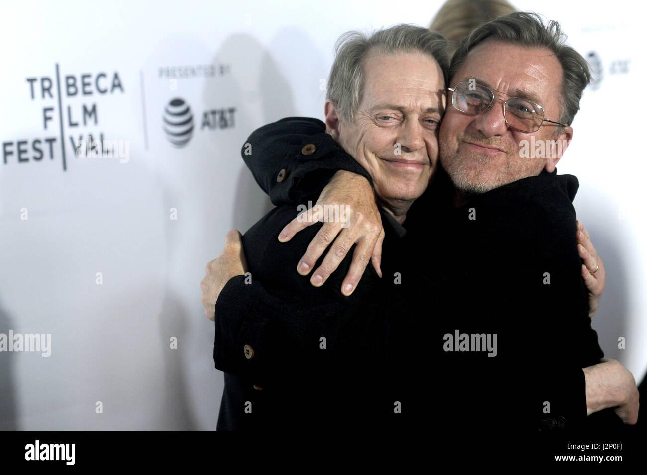 La ville de New York. Apr 28, 2017. Steve Buscemi et Tim Roth assister à la 'Reservoir Dogs' 25e anniversaire Photo Stock