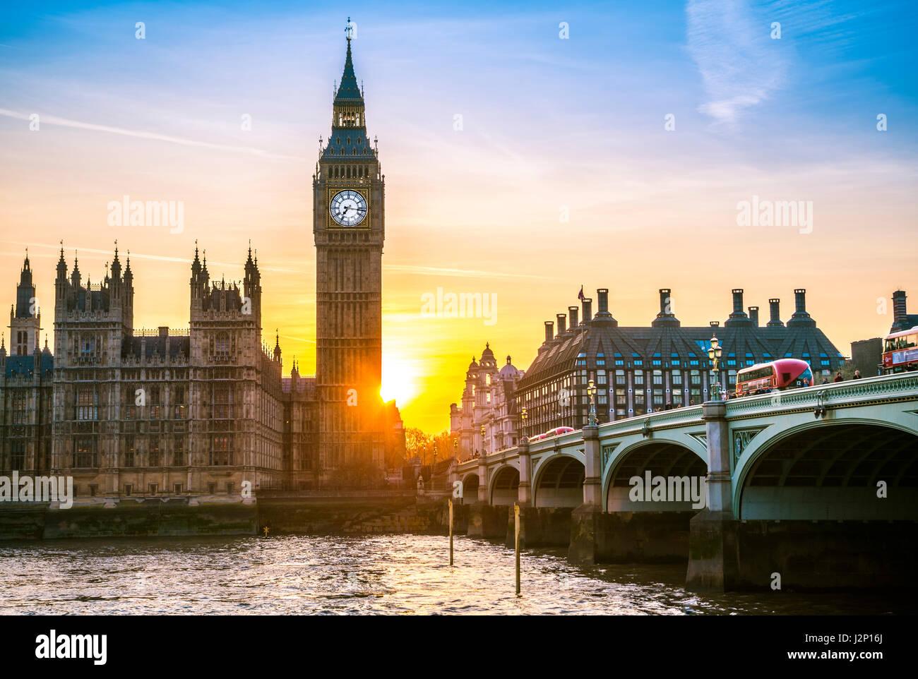 Big Ben, Coucher de soleil, contre-jour, le Parlement, le pont de Westminster, la Tamise, City of Westminster, London, Photo Stock