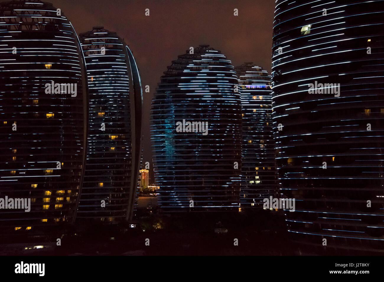 Vue horizontale de la lumière l'affichage à la Phoenix Island resort de Sanya, sur l'île de Hainan, Chine. Banque D'Images