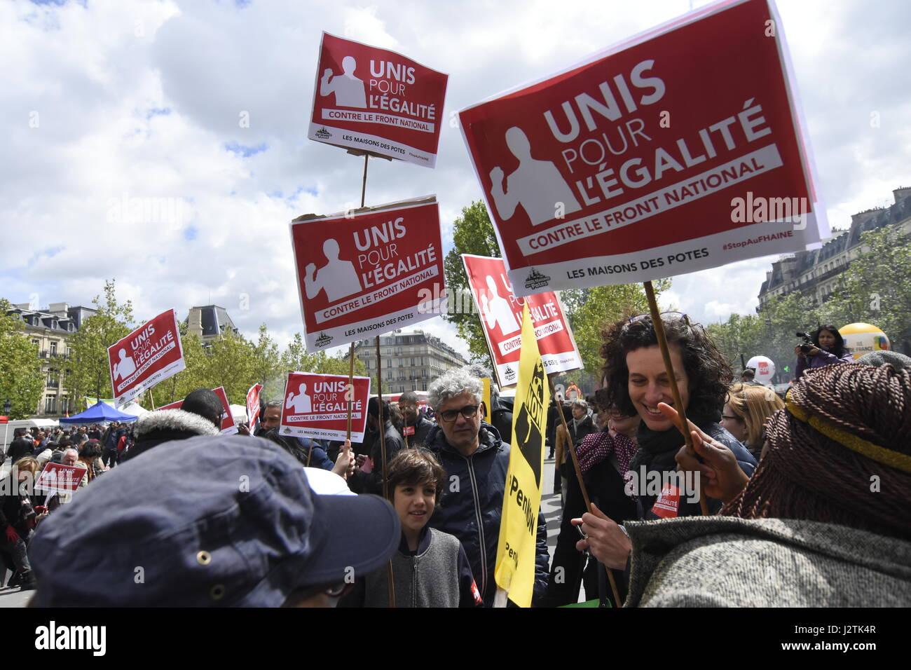Paris, France. 1er mai 2017. Manifestation à Paris pour protester contre la présence de marine le Pen Photo Stock