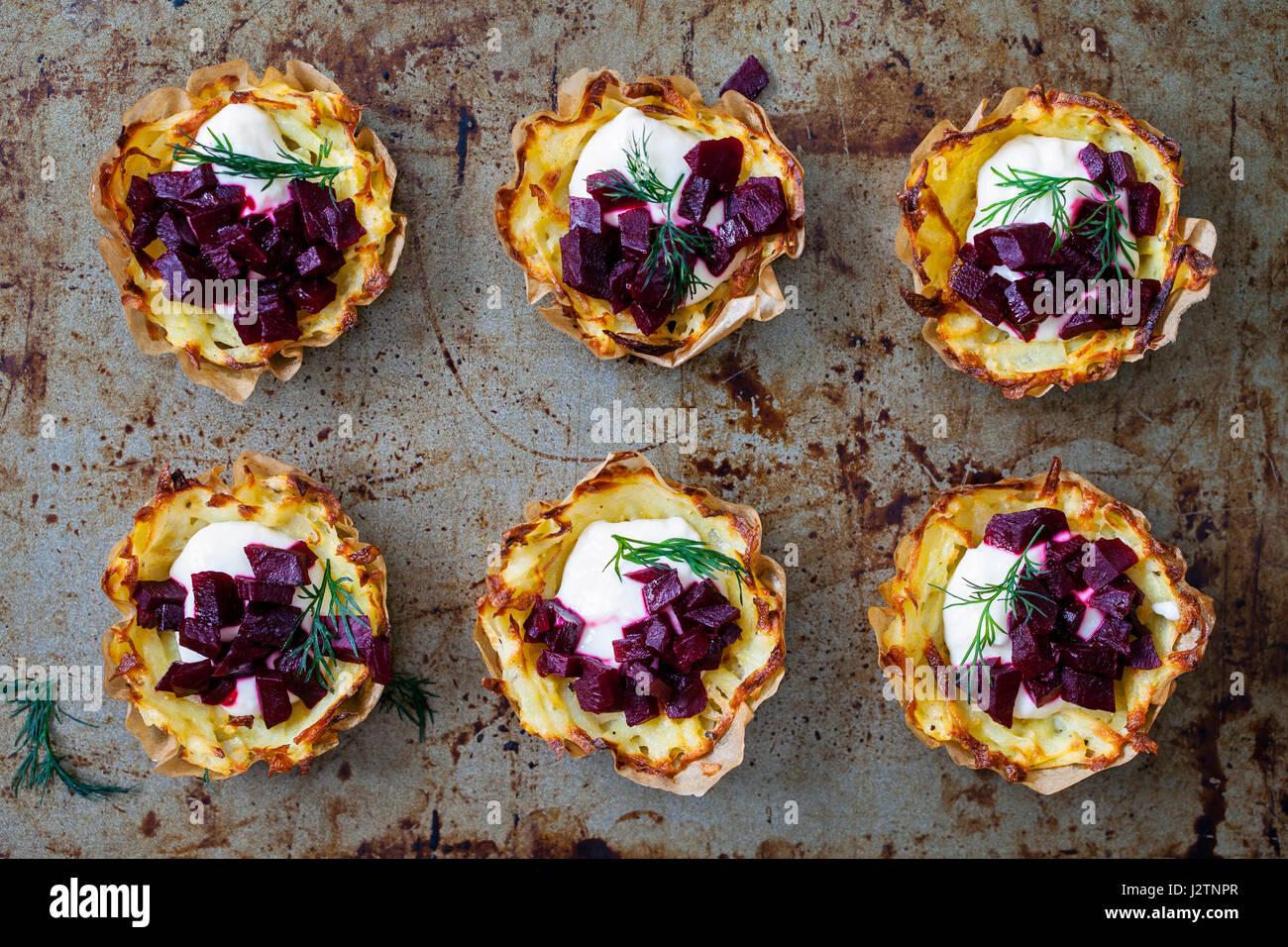Rosti de pommes de terre au raifort et de betterave Photo Stock