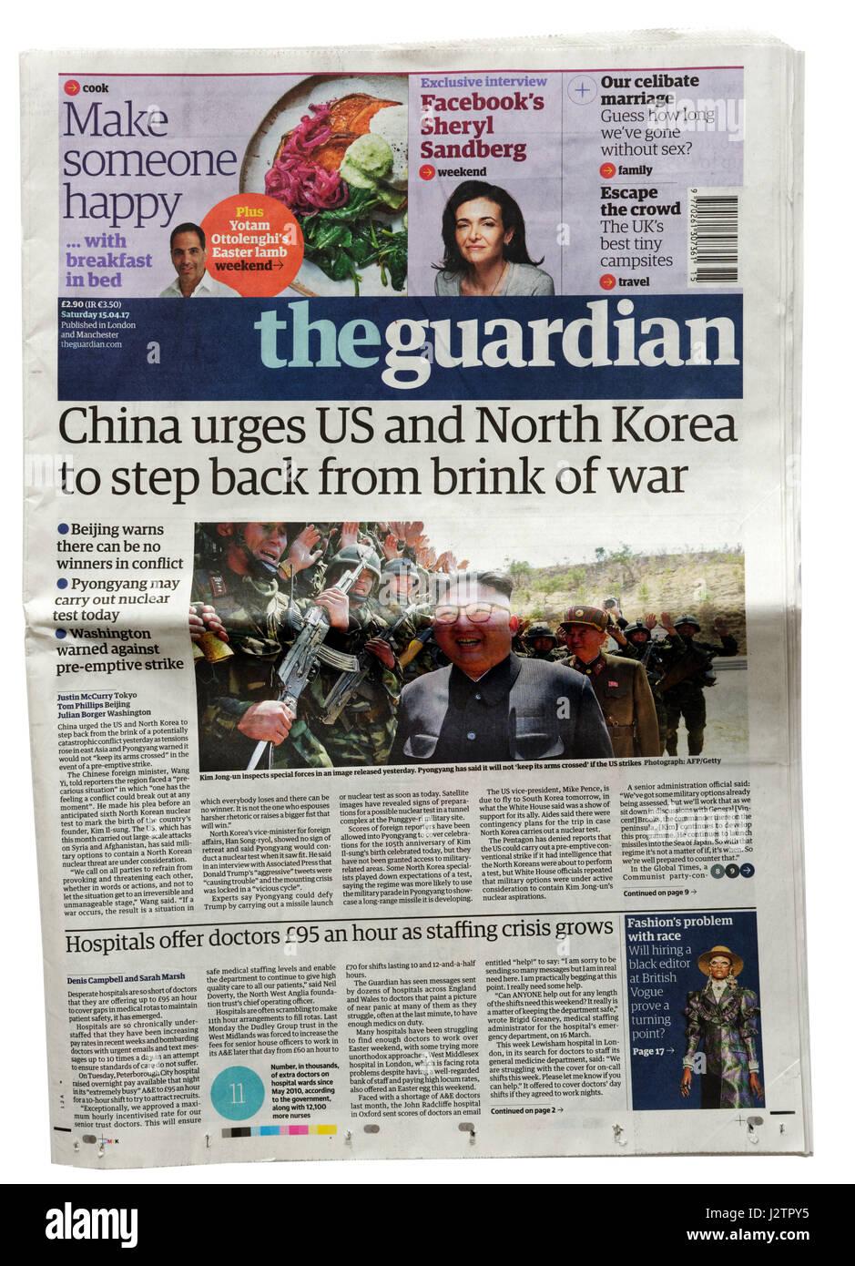 Le journal The Guardian titre du 15 avril 2017 dit la Chine exhorte les États-Unis et la Corée de se calmer Photo Stock