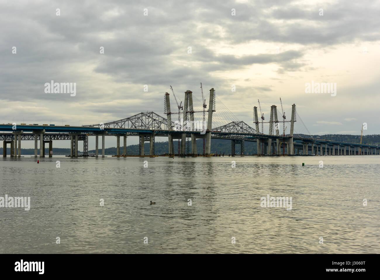 Le nouveau pont Tappan Zee en construction sur la rivière Hudson à New York. Banque D'Images