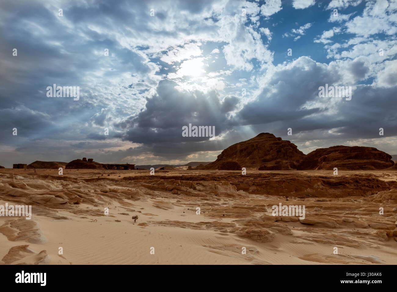 Dans les montagnes du désert du Sinaï en Égypte Banque D'Images