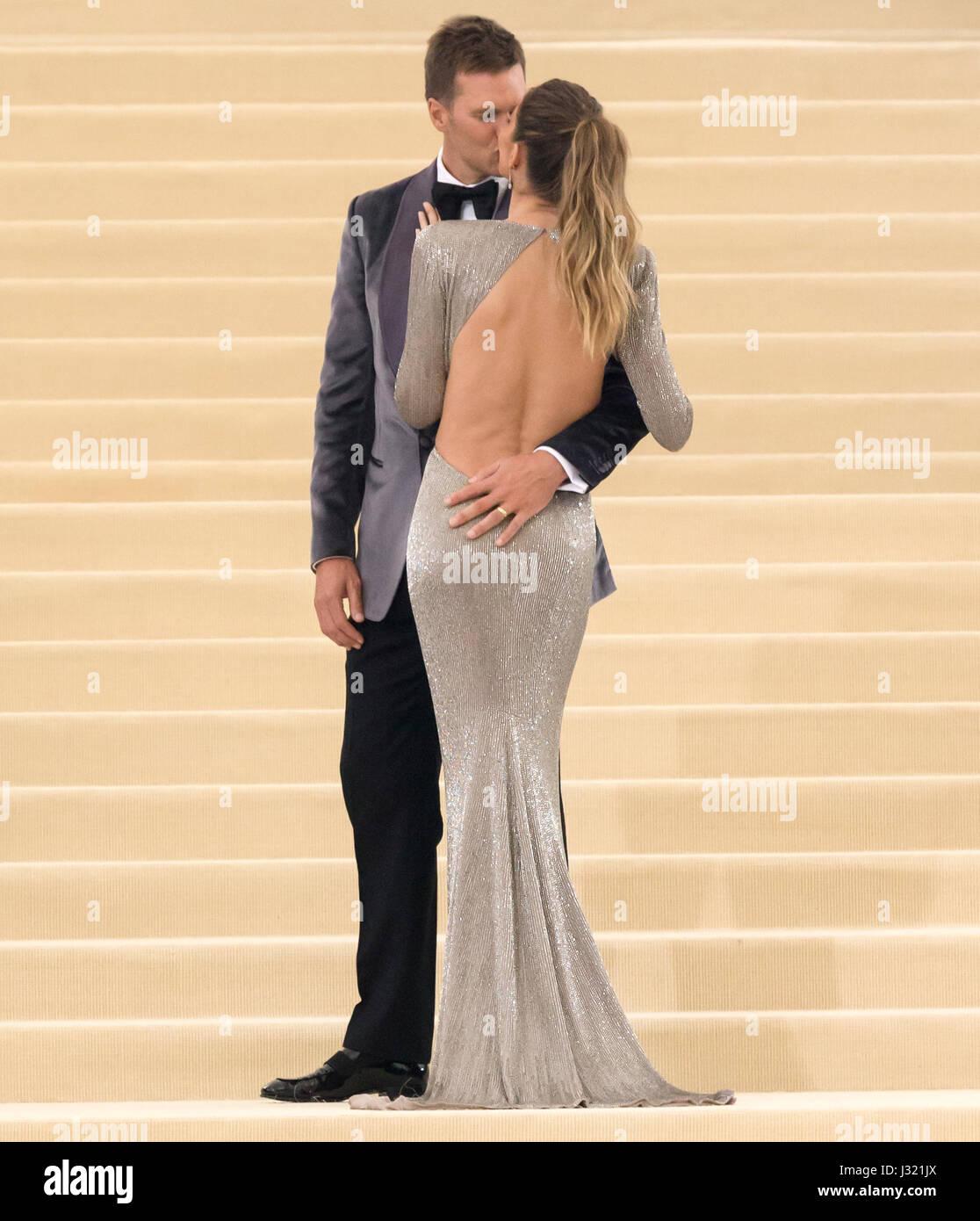 New York, USA. 1er mai 2017. Tom Brady et Gisele Bundchen assister à la 'Rei Kawakubo/Comme des Garçons: Photo Stock