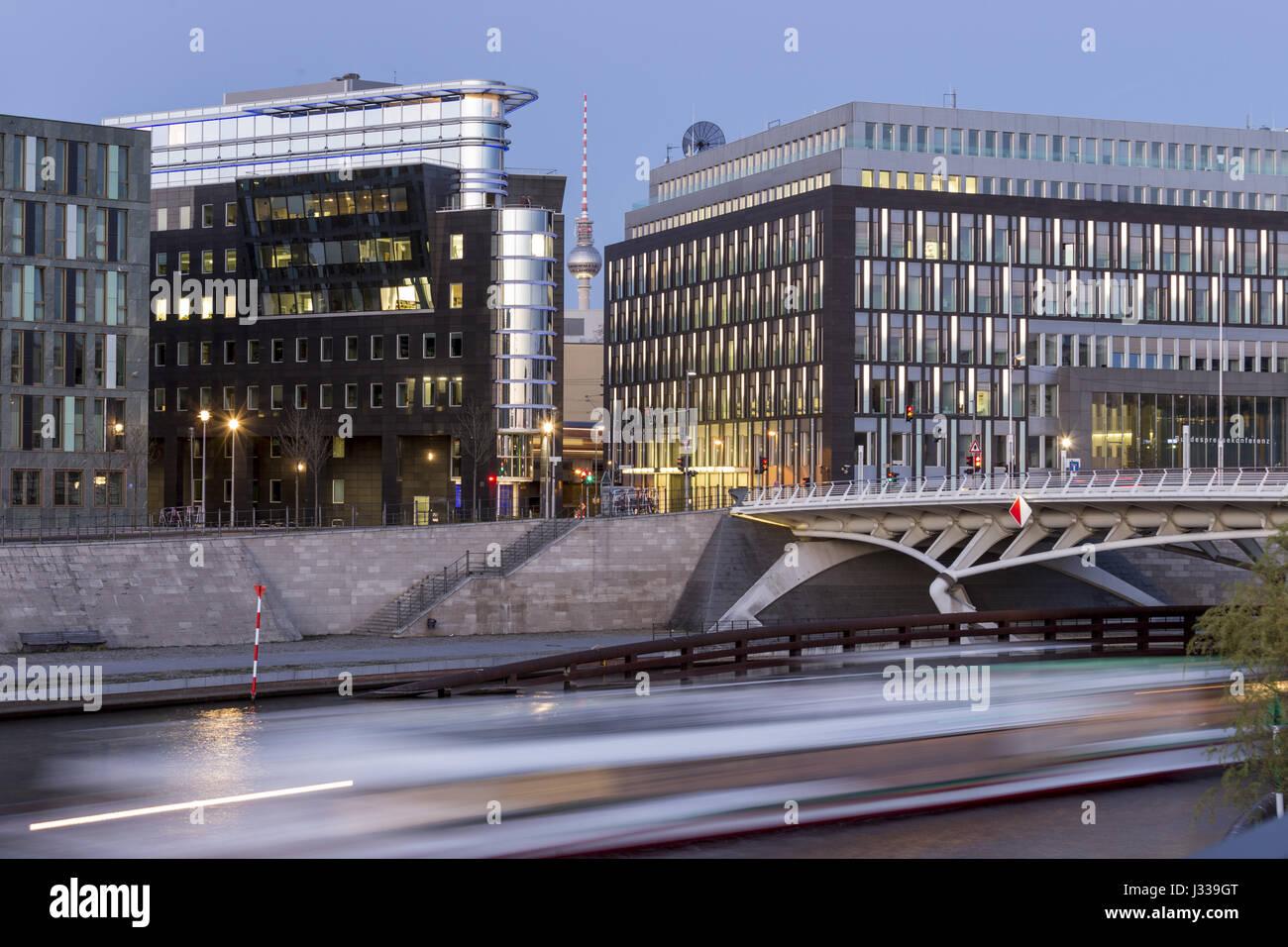 Kronprinzen Bridge et de l'architecture moderne, pont Calatrava, Berlin, Allemagne Banque D'Images