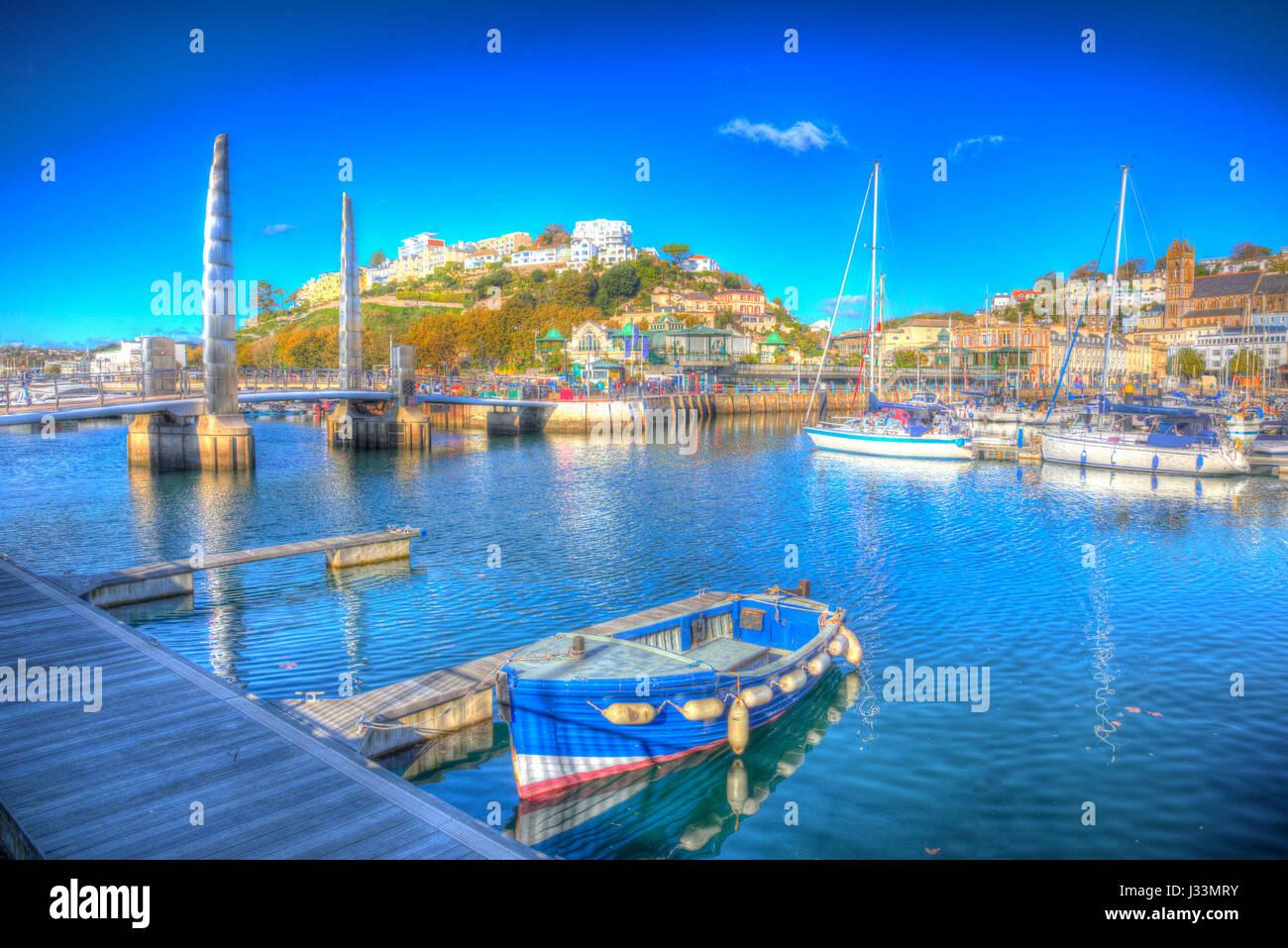 Torquay Devon avec bateaux et yachts sur belle journée sur la Riviera anglaise en HDR colorés Photo Stock