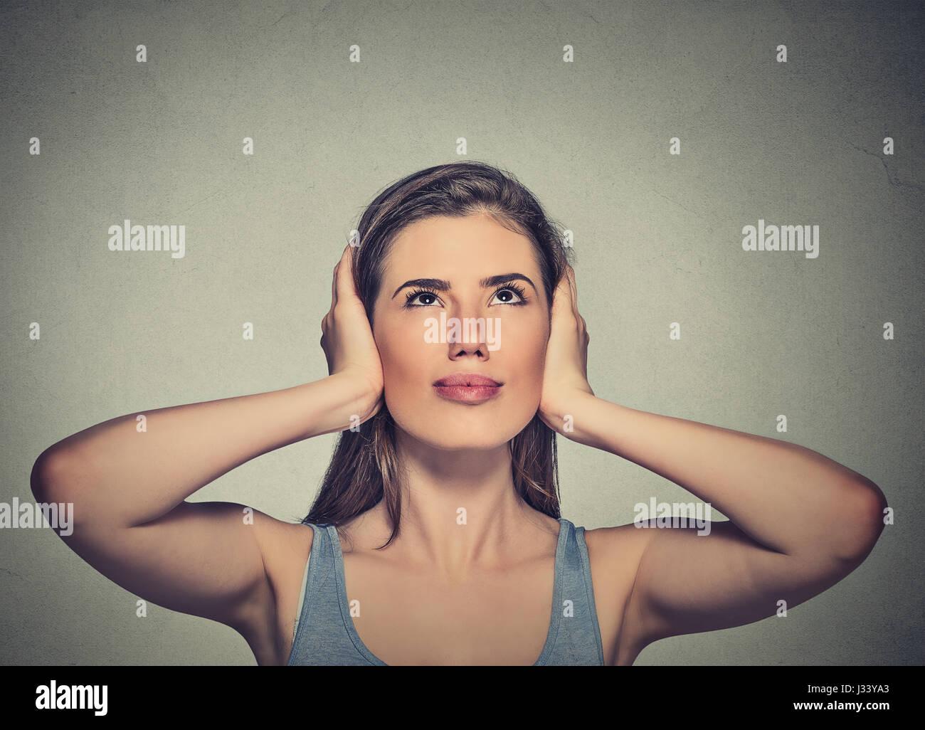 photos de femmes donnant la tête