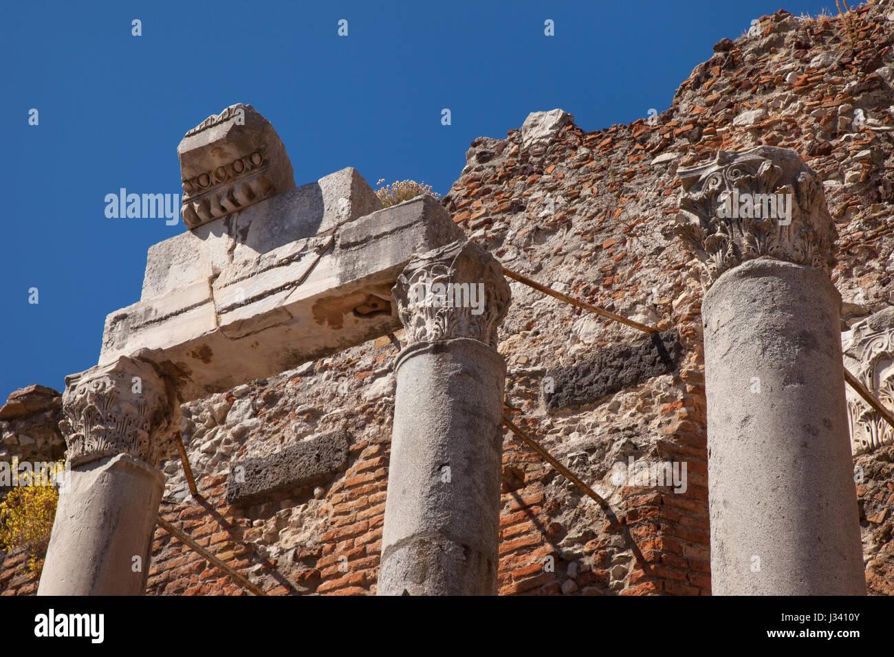 Ancient runis de Teatro Greco (Théâtre grec - 3e s. BC), Taormina, Sicile, Italie Photo Stock