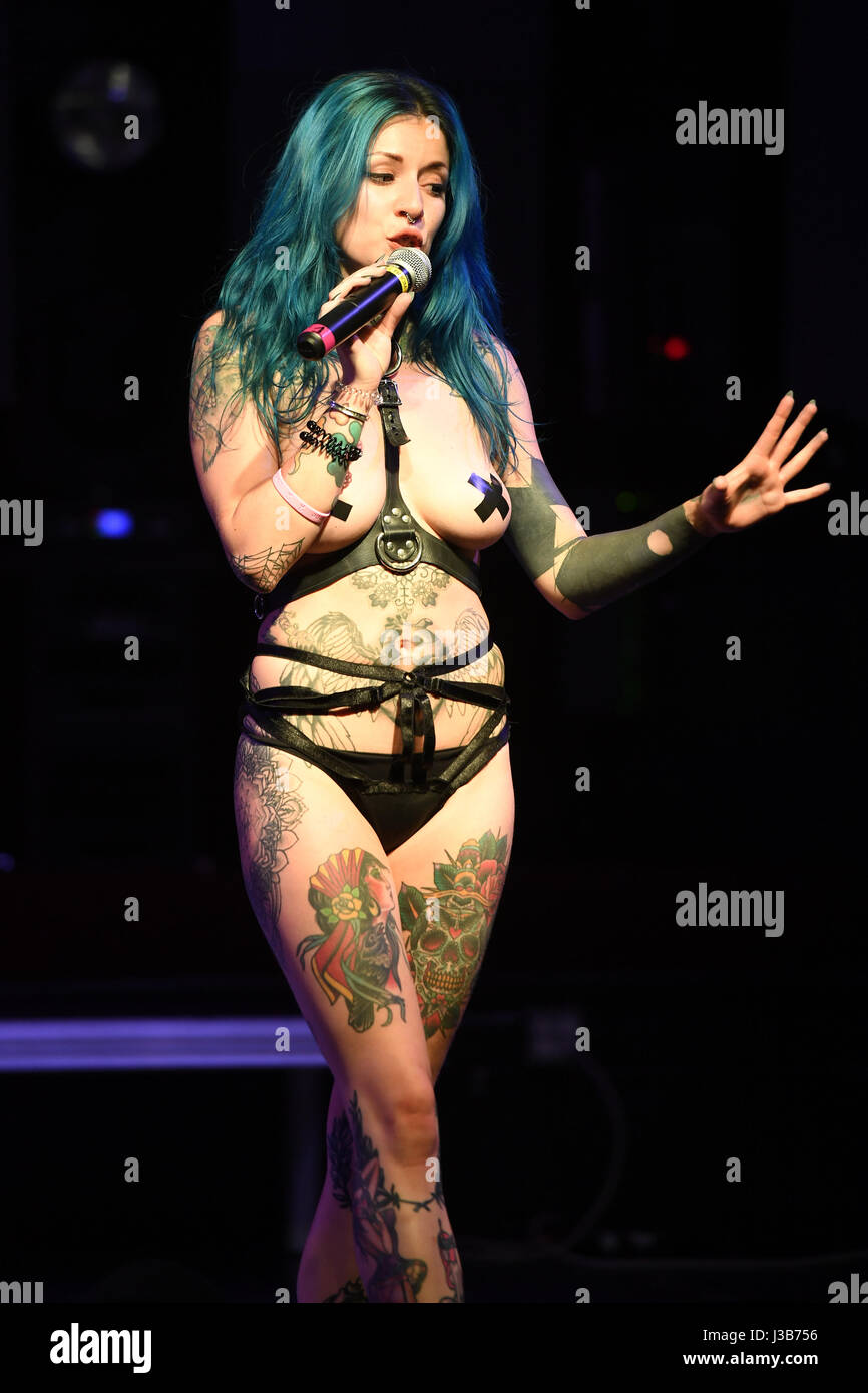 Les Suicide Girl suicide girls photos & suicide girls images - alamy