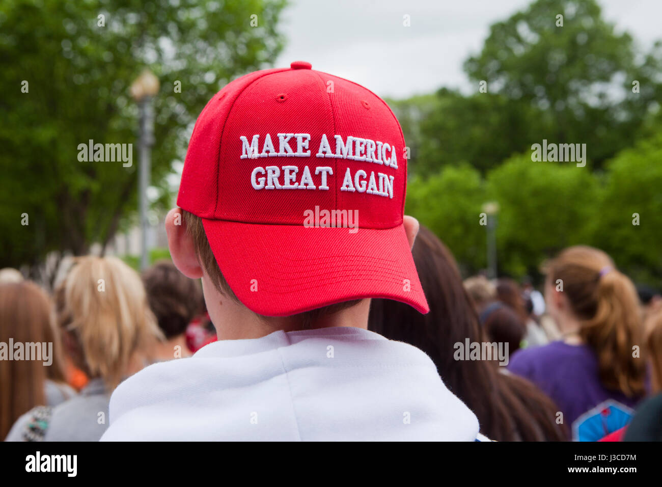 Young Caucasian Trump partisan porter 'Make Nord Grand Again' hat ( MAGA hat ) - USA Photo Stock