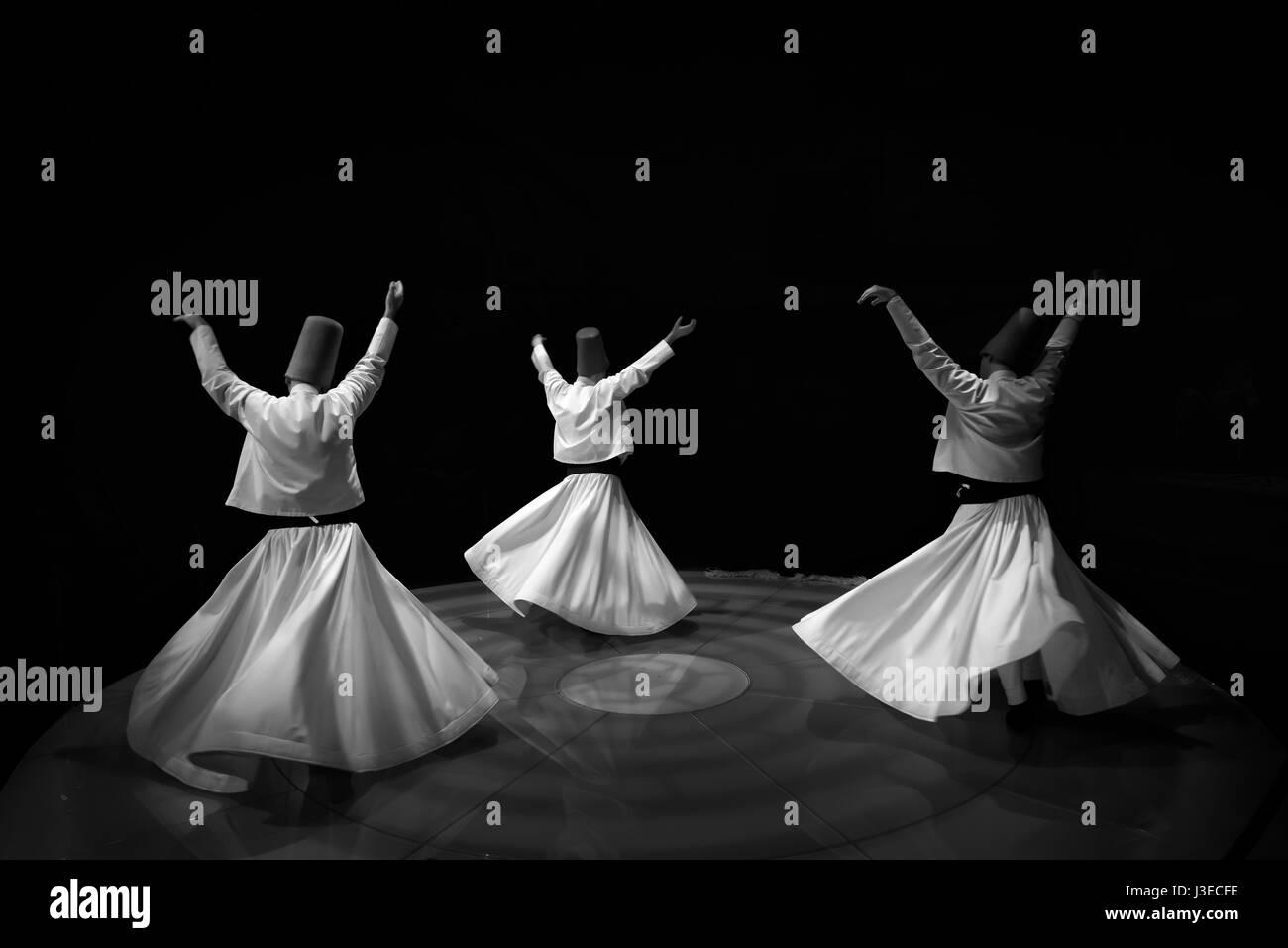 Les derviches twirling noir et blanc Banque D'Images