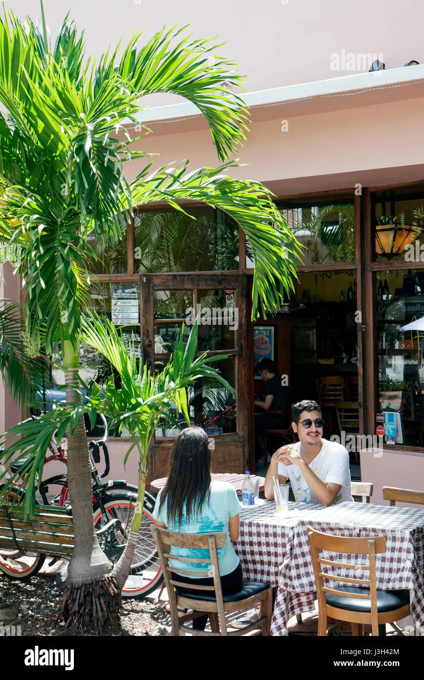 Miami Beach Florida Espanola Way A La Folie Cafe Francais restaurant français café-tableau homme hommes Photo Stock