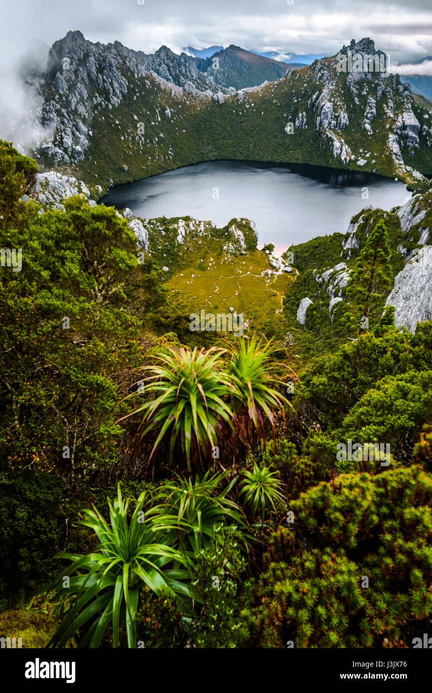 Lake dans l'ouest de l'Oberon Gamme d'Arthur, le sud-ouest de la Tasmanie Photo Stock