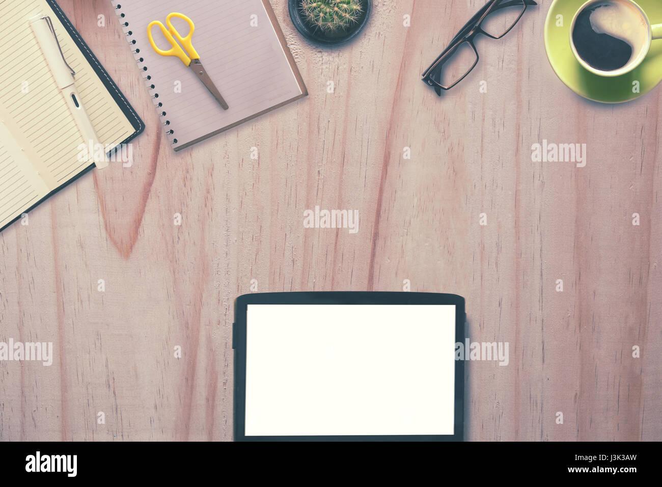Concept d en tête de héros tablette écran vide et des fournitures