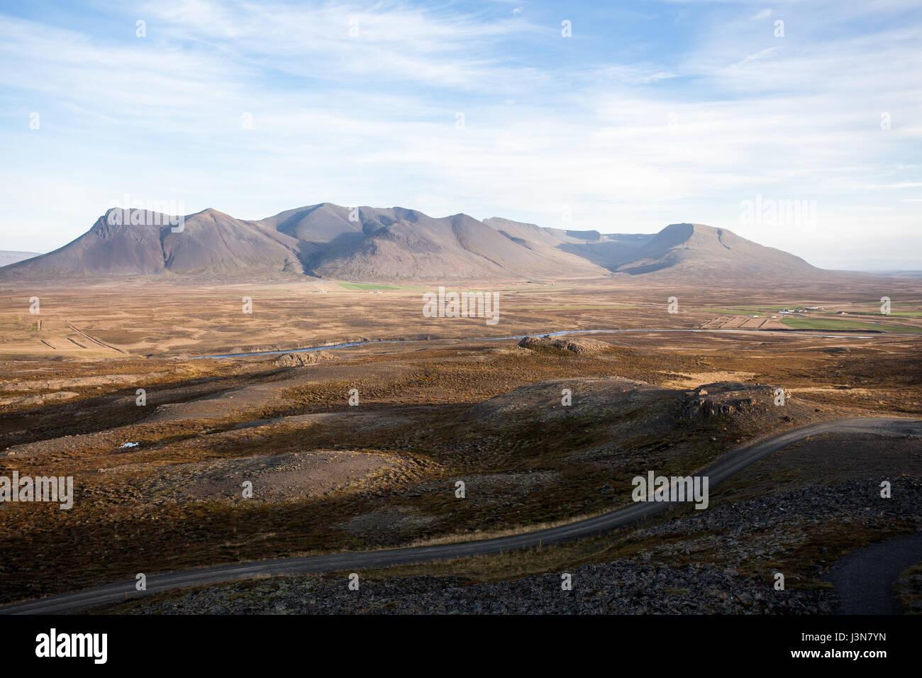 Beau paysage d'Islande. Campagne avec de la lumière et de montagnes. Photo Stock
