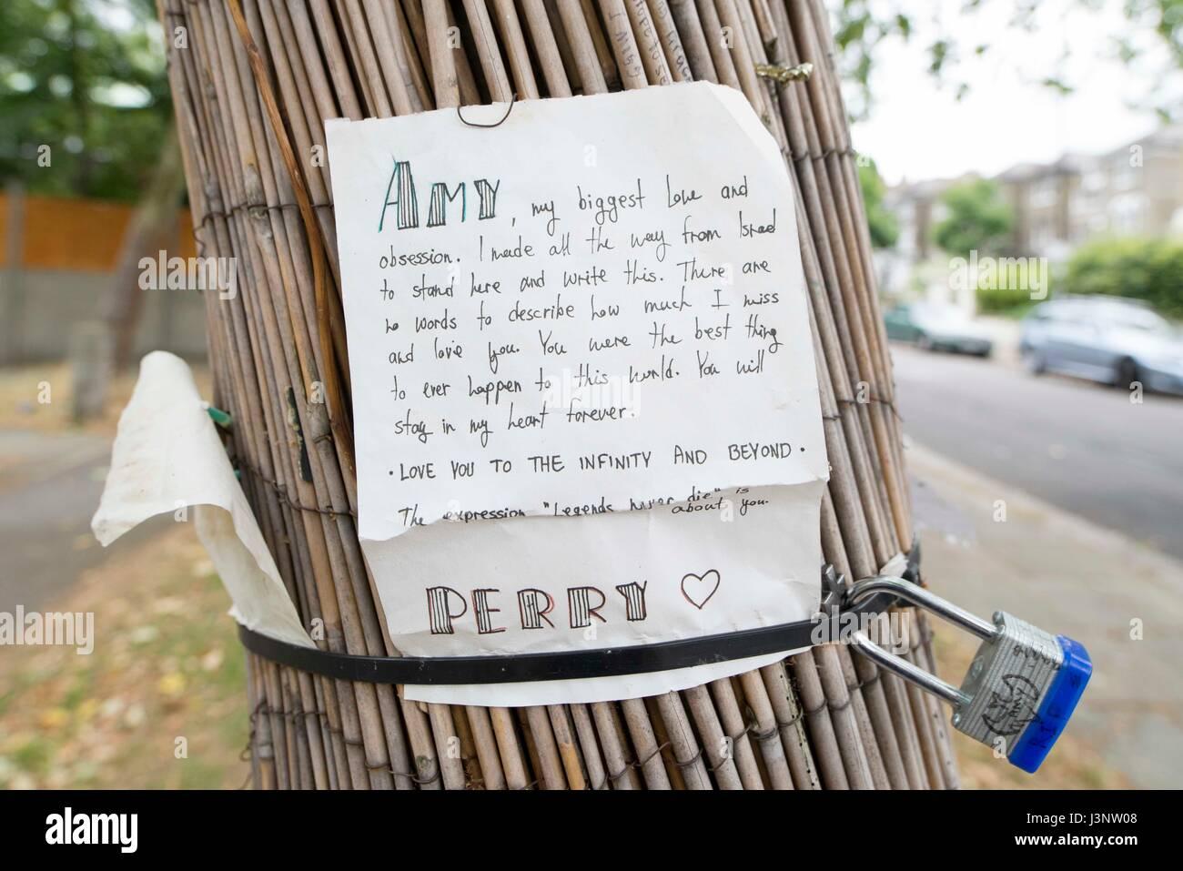 Une lettre manuscrite du ventilateur en deuil à Amy Winehouse à son domicile de Camden Photo Stock