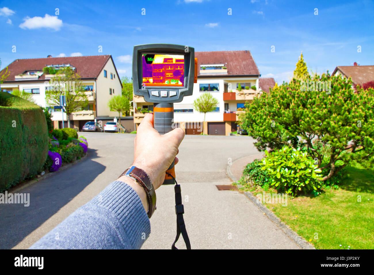 Homme avec caméra infrarouge Photo Stock