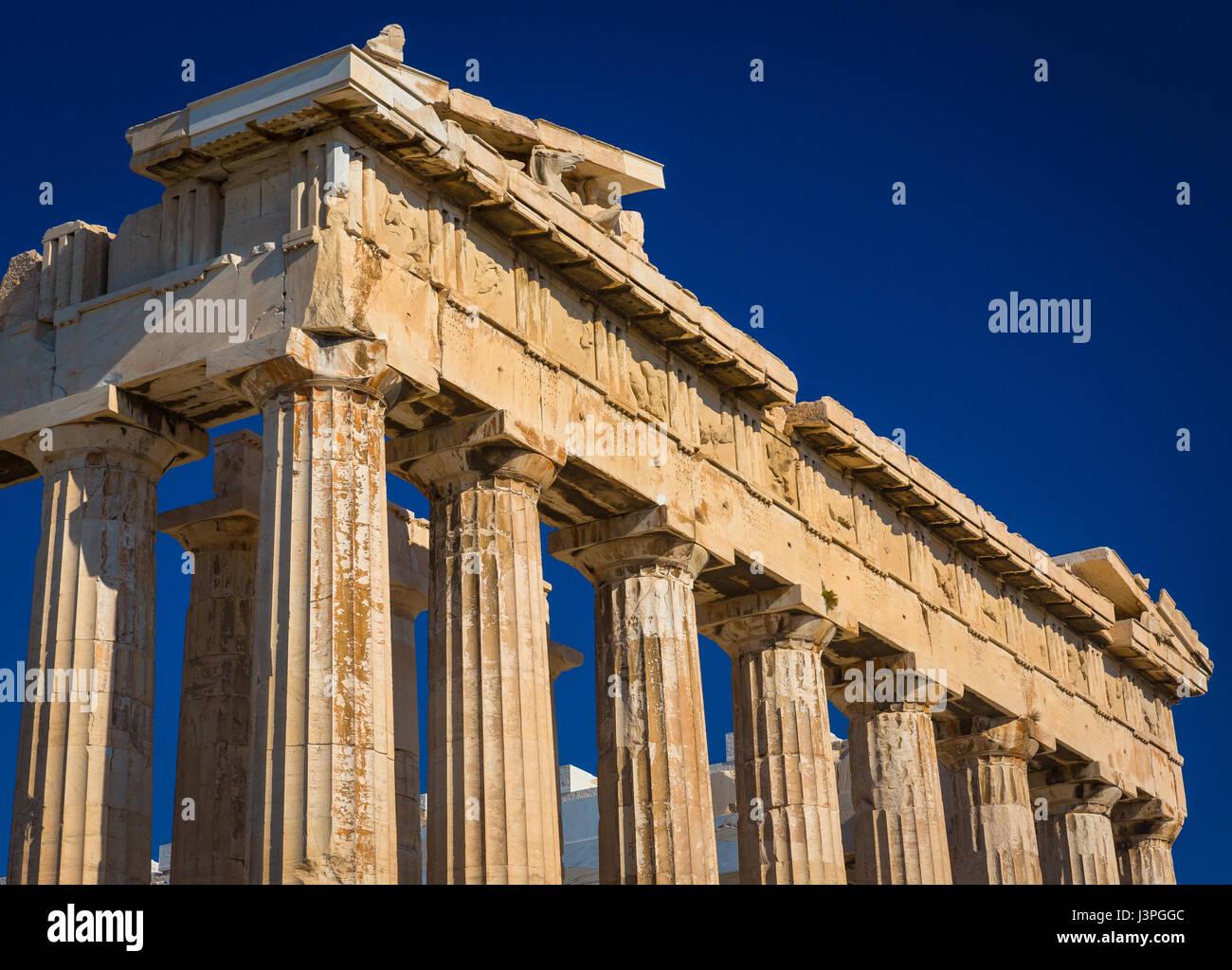 Le Parthénon est un ancien temple sur l'acropole d'Athènes, Grèce, dédié à Photo Stock