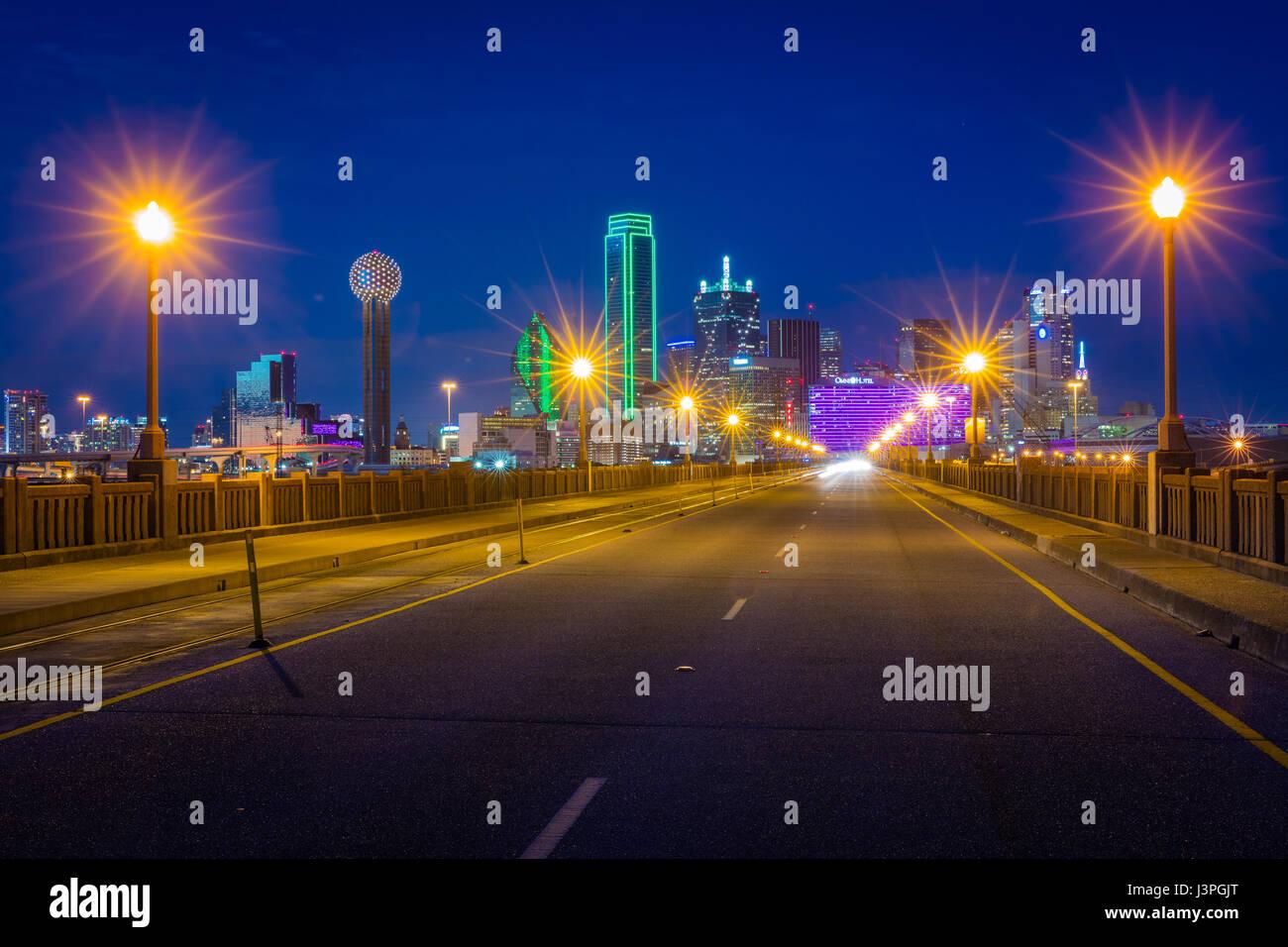 Le Margaret Hunt Hill Bridge est un pont à Dallas, Texas, qui enjambe la rivière de la Trinité et Photo Stock
