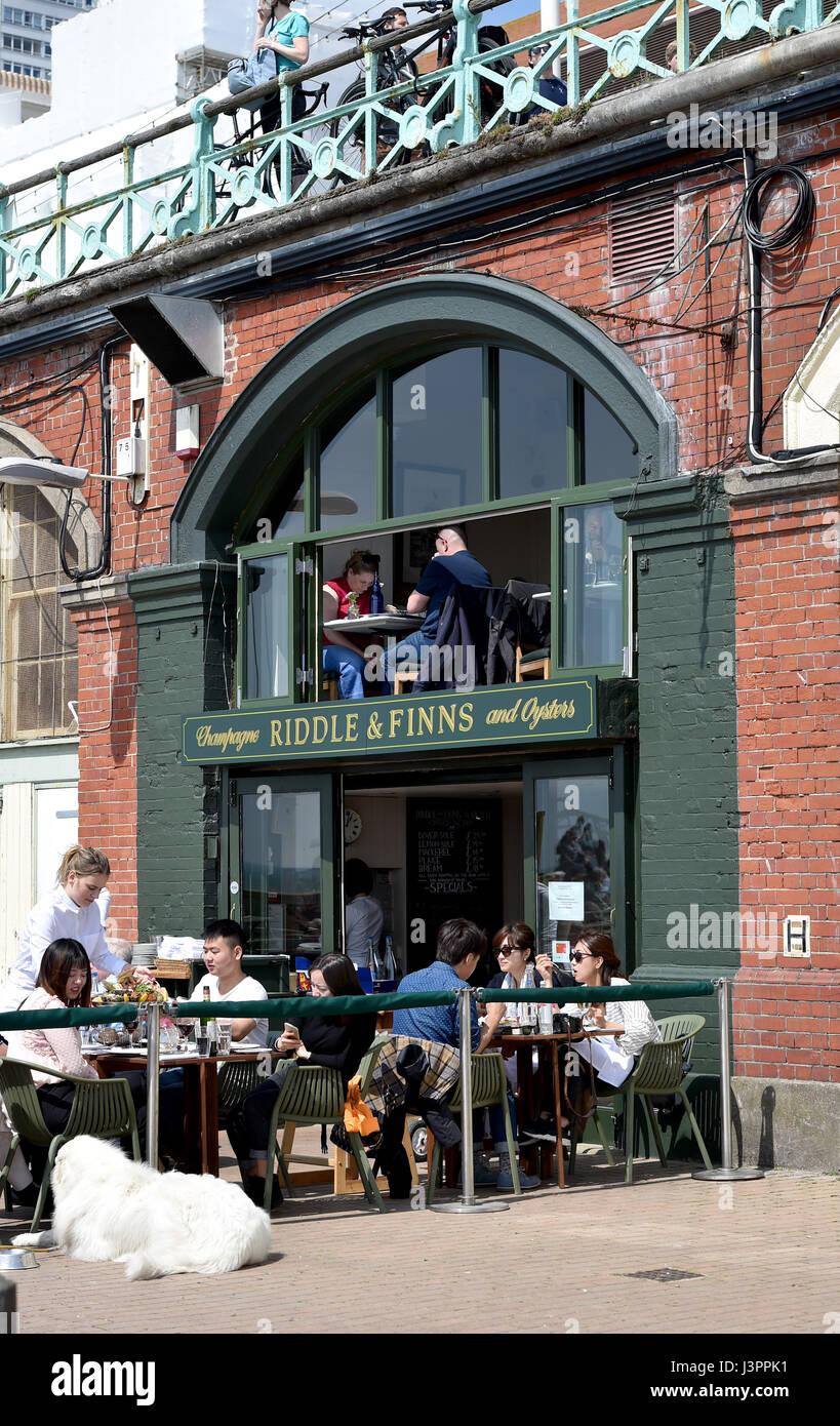 Brighton UK 6 mai 2017 - Riddle & finlandais restaurant de fruits de mer sur le front de mer de Brighton Banque D'Images