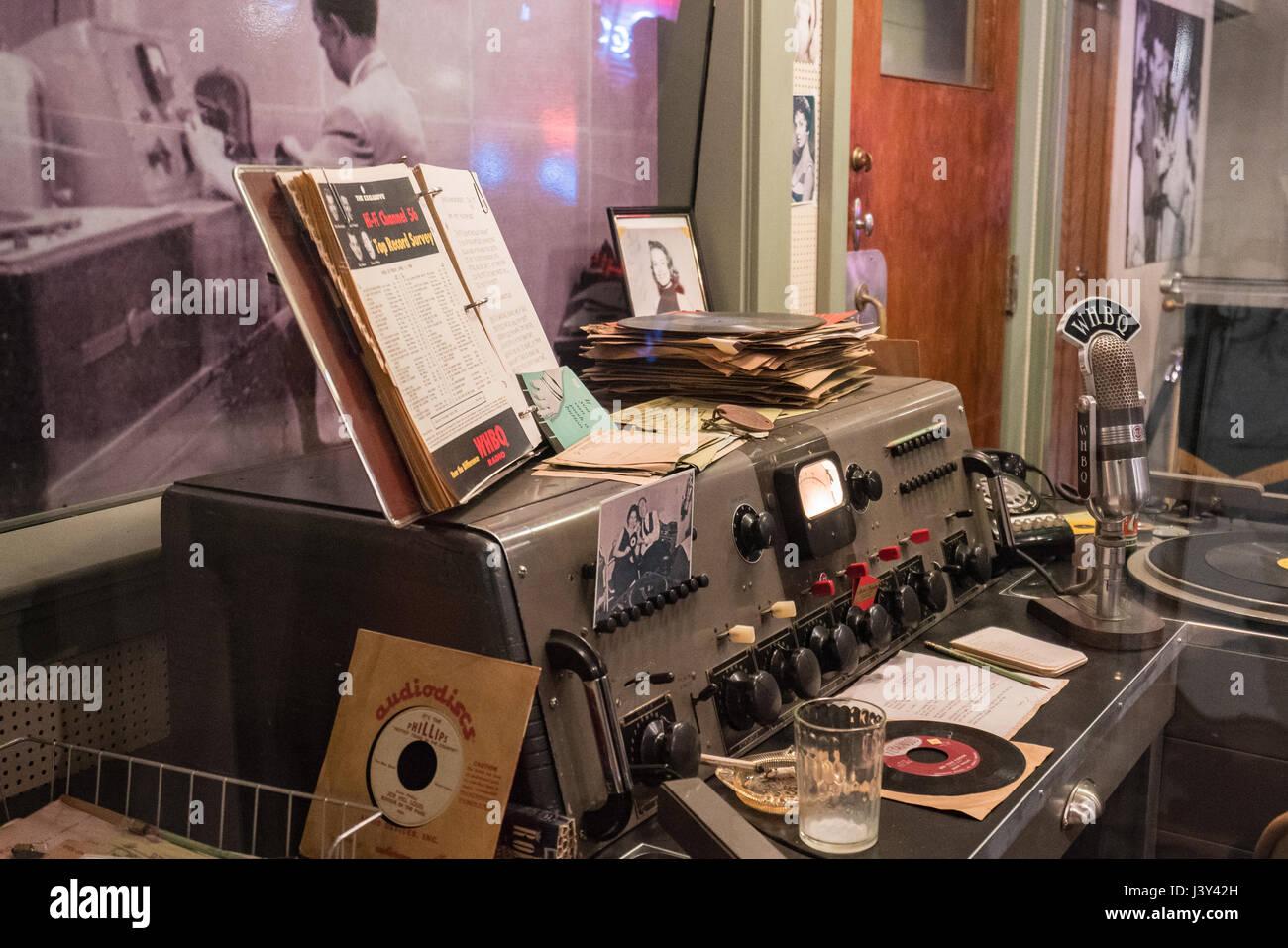 Réplique de DJ Dewey Phillips' au studio radio WHBQ Sun Studios, à Memphis. Phillips a été un pionnier du Rock and Banque D'Images