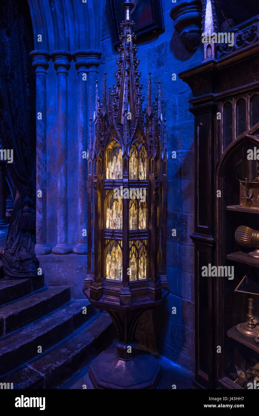Souvenirs du Cabinet, le Bureau de Dumbledore, faisant de Harry Potter, Warner Bros Studio Tour Leavesden,, Londres Photo Stock