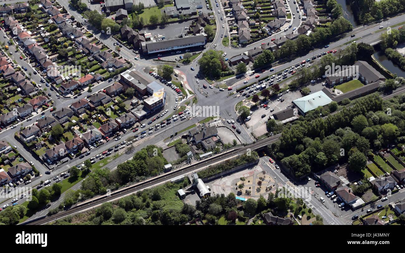 Vue aérienne de wagons en attente à un feu de circulation, UK Photo Stock