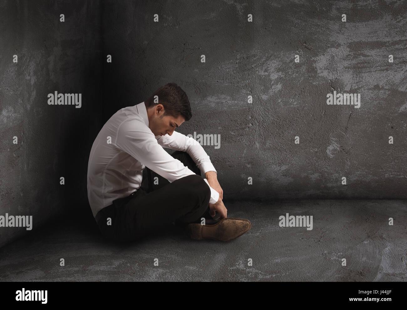 Seul homme désespéré de solitude et d'échec concept. Photo Stock